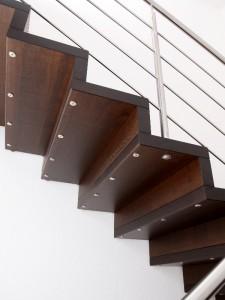 Holzfaltwerktreppe-Stufendetail