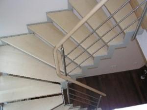 Geradläufige Zick-Zack-Flachstahlwangen-Treppe