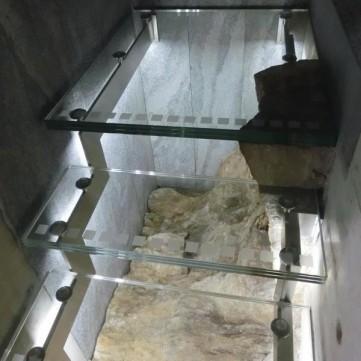 Edelstahl und Glastreppe 02