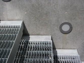 Stufendetail der Kragarmtreppe